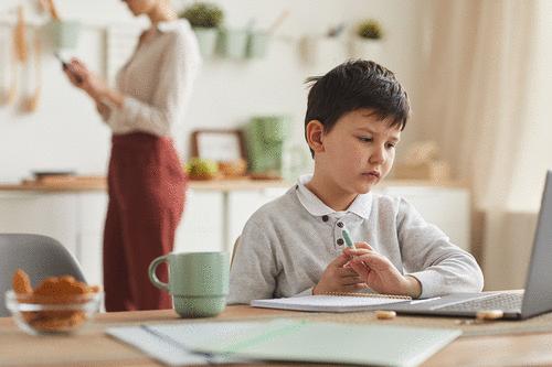 Quem é o cliente de escolas particulares da Educação Básica e o que ele deseja?